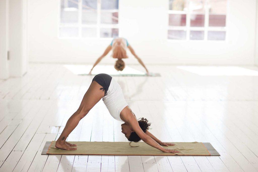 Faire du yoga au bureau